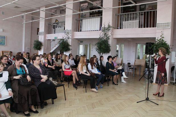 Любовь Викторовна Орловская, главный специалист департамента образования администрации Владимирской области, приветствует собравшихся конкурсантов