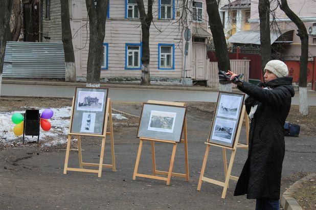 Ирина Мишина проводит экскурсию по Никитской улице