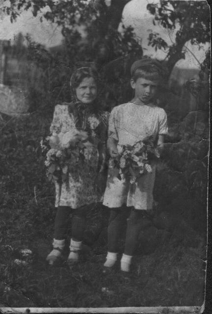 Бабушка Лида (слева), 1947 год