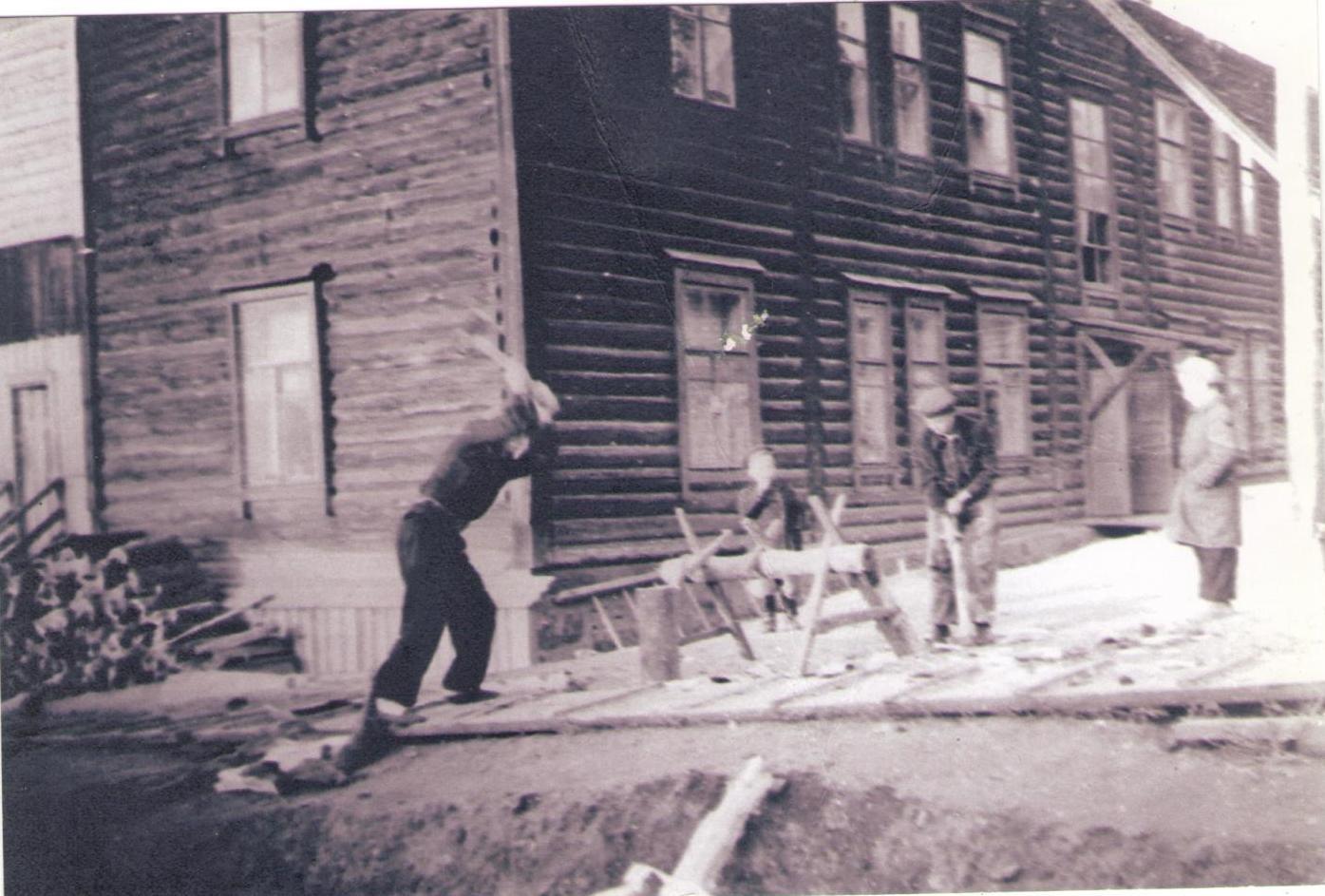 Вдовий дом  на улице Верхнее-Пролетарской г. Гороховец, апрель 1954 год
