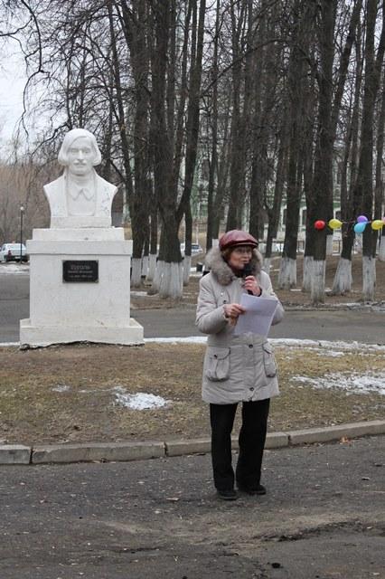 Поэтесса Татьяна Андреева читает стихи, посвященные Никитскому скверу и памятнику Гоголю