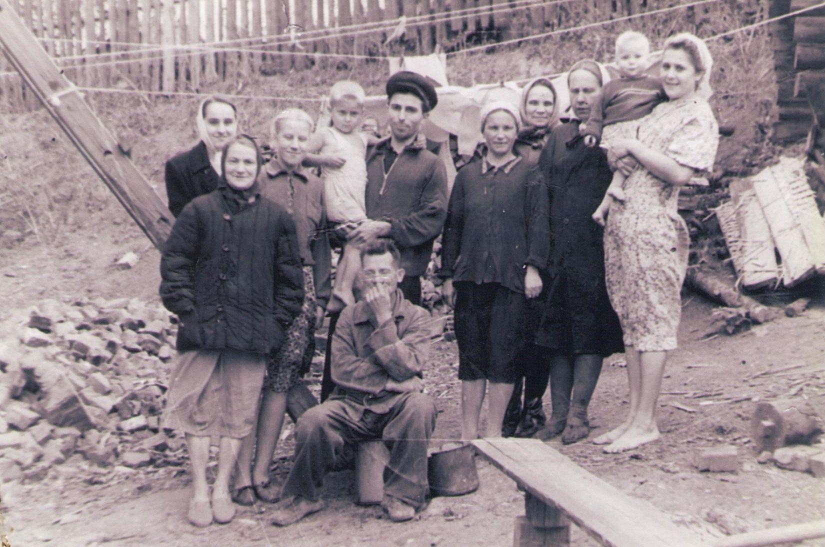 Жители вдовьего дома, г. Гороховец,  апрель 1954 год