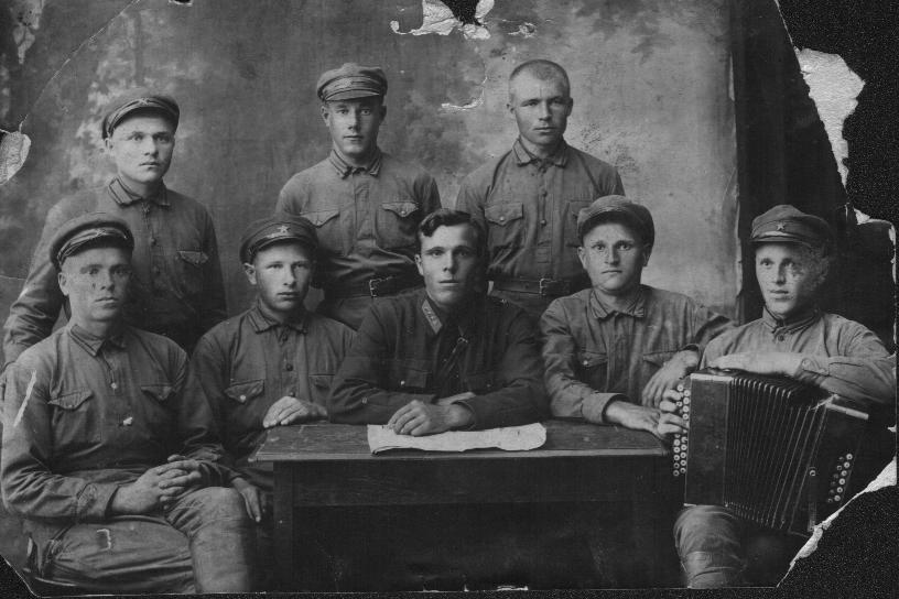 Отец бабушки  -   Александр Акимович (1-й слева во втором ряду), служба в армии  1936-1937 гг.