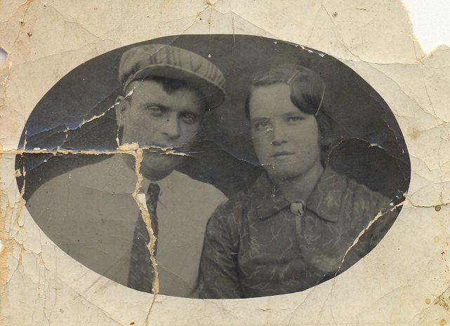 Копытов Алексей Васильевич и Копытова Анна Андреевна (папа и мама), снимок – июль 1937г., г. Ярославль