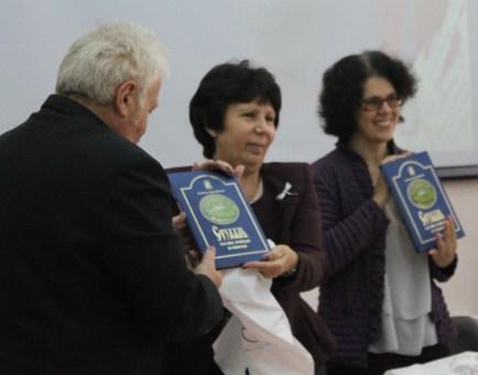 На память о конференции были вручены памятные подарки и книги о Владимирской земле.