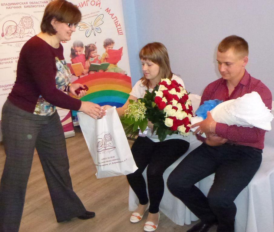Поздравления и подарки принимает Егорка Саенко, мама Марина и папа Женя