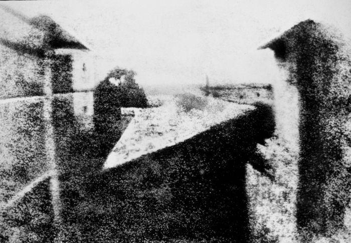 Первая фотография. 1826. Ж. Н. Ньепс. «Вид из окна»