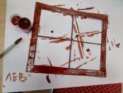 Рама окна коричневого цвета. Декорация для будущего мультфильма.