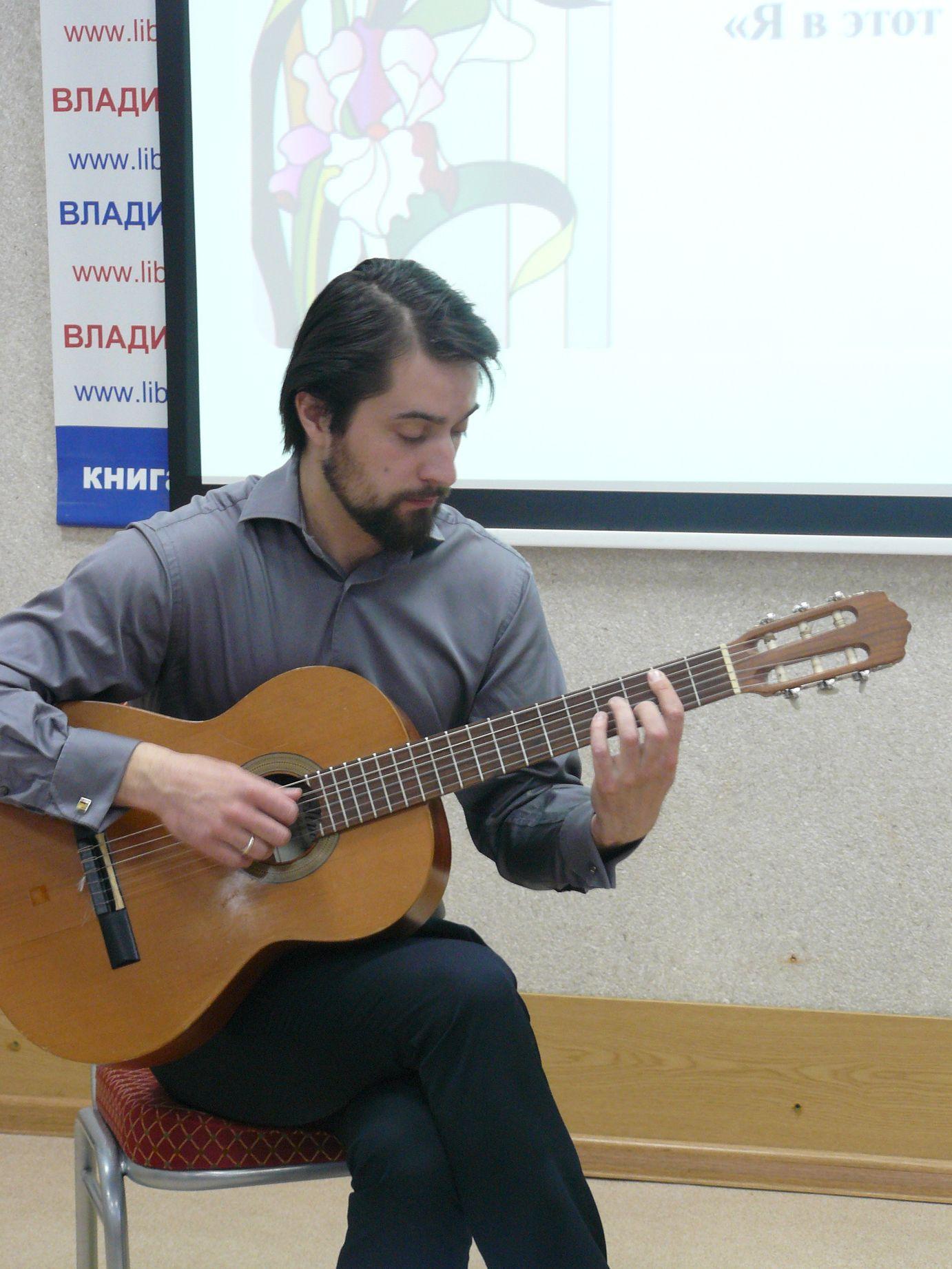 Ilya Strukov solist filarmonii