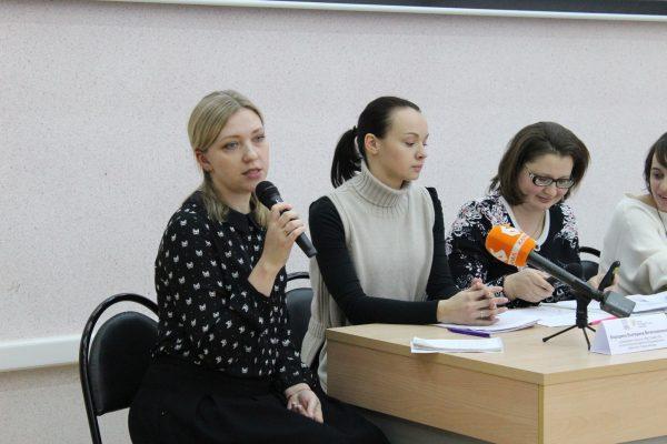 И.Скурлова выступает