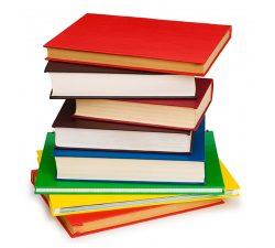 Стопка разноцветных книг