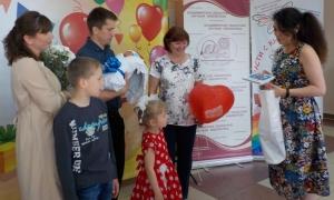 Арина и Павел Сарапкины с сыном Иваном