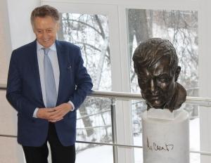 Андрей Дементьев на открытии памятника Владимиру Солоухину в научной библиотеке