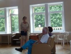 Ветераны слушают лекцию в госпитале
