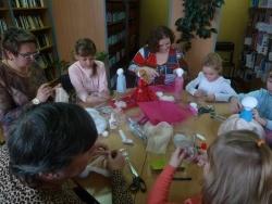 Рукодельницы делают куклы