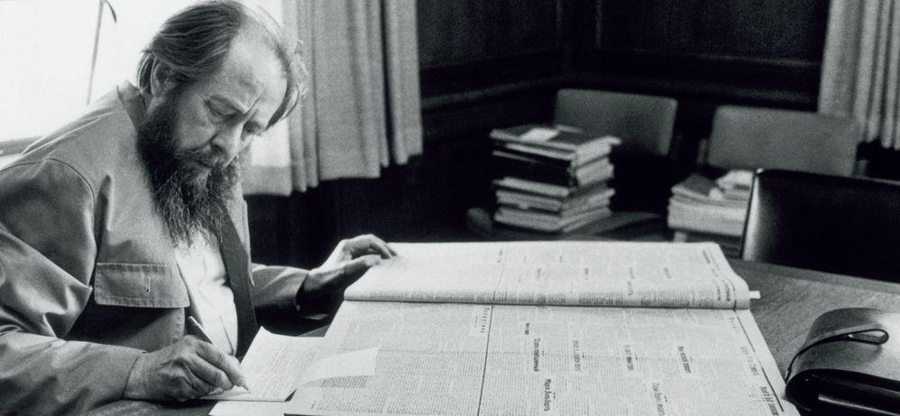Солженицын за работой