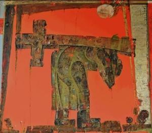На ярко красном фоне картины изображен человек, несущий на спине крест