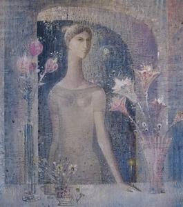 На картине изображена молодая женщина в окружении ваз с цветами