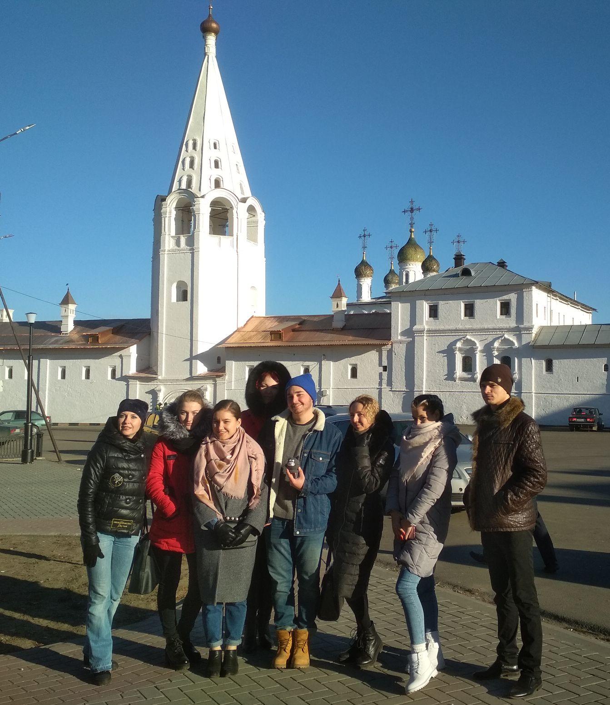 Артисты в Гороховце на прогулке