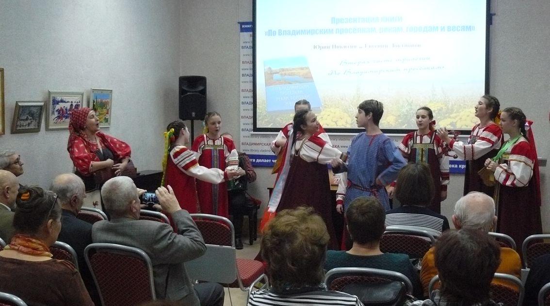 """Выступает детский фольклорный ансамбль """"Муравушка"""""""