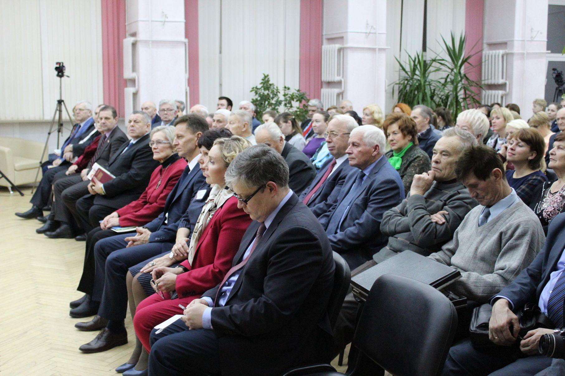 Полный зал гостей, сотрудников и единомышленников Сушкова