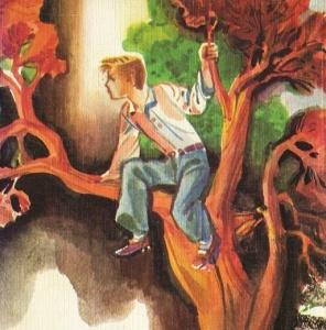 Мальчик сидит на дереве