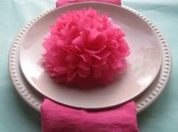 Цветок из салфетки как украшение стола