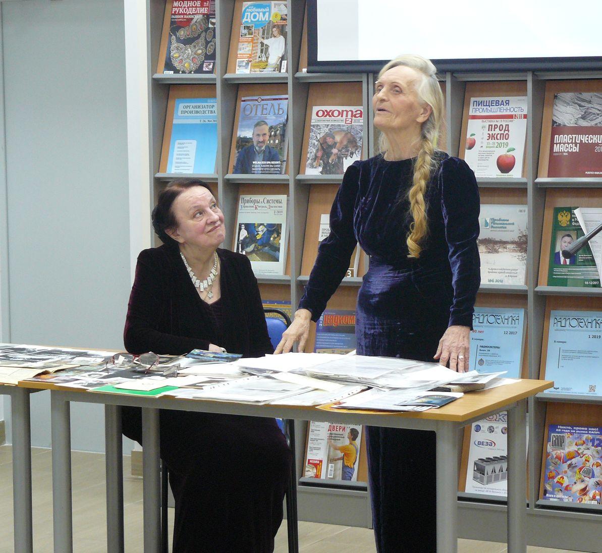 Лариса Лисицына читает стихи