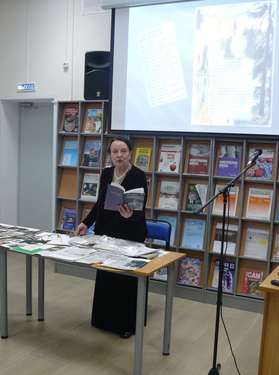Марина Петровна читает стихи отца