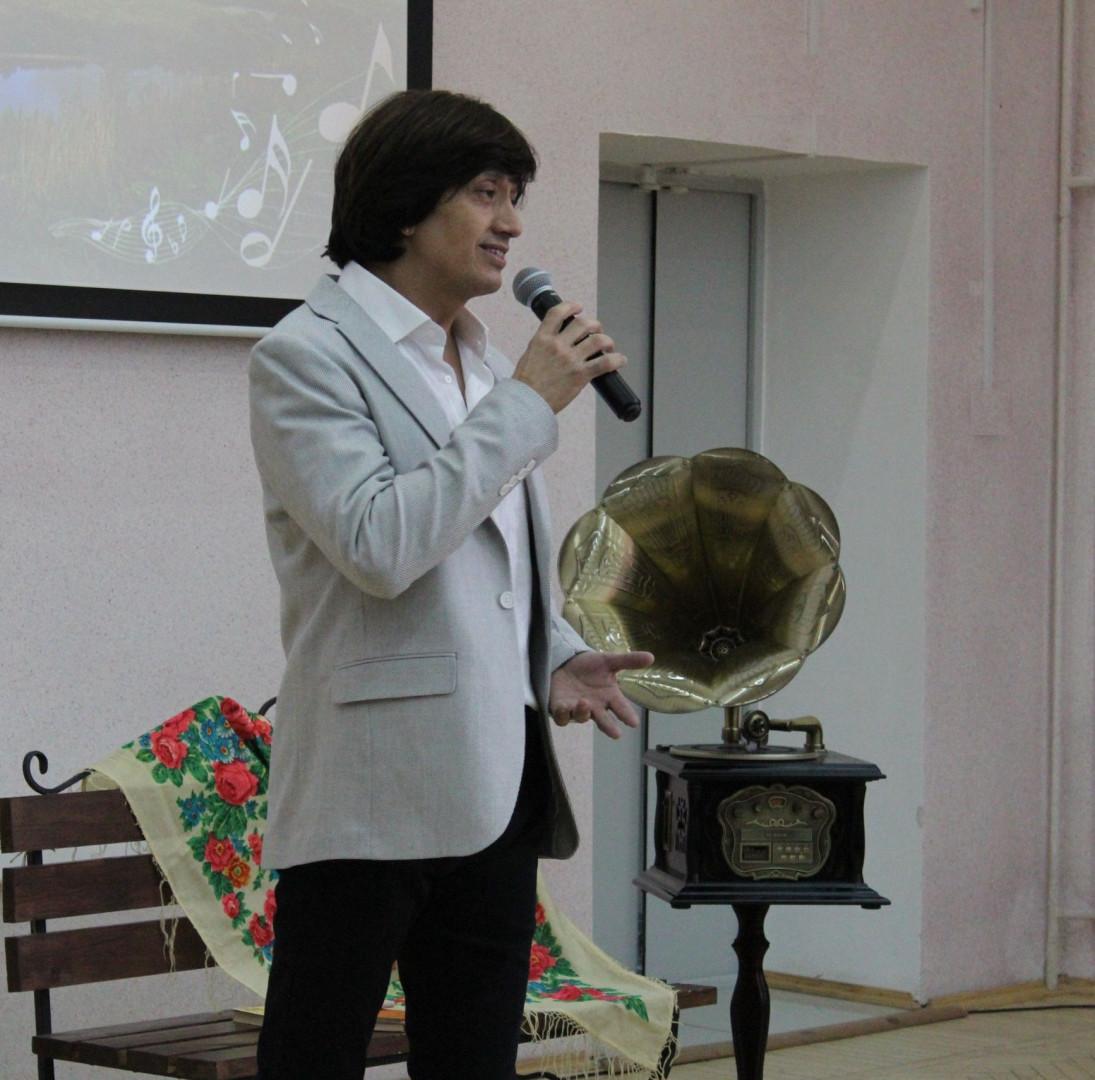 певец и композитор Алексей Молдалиев