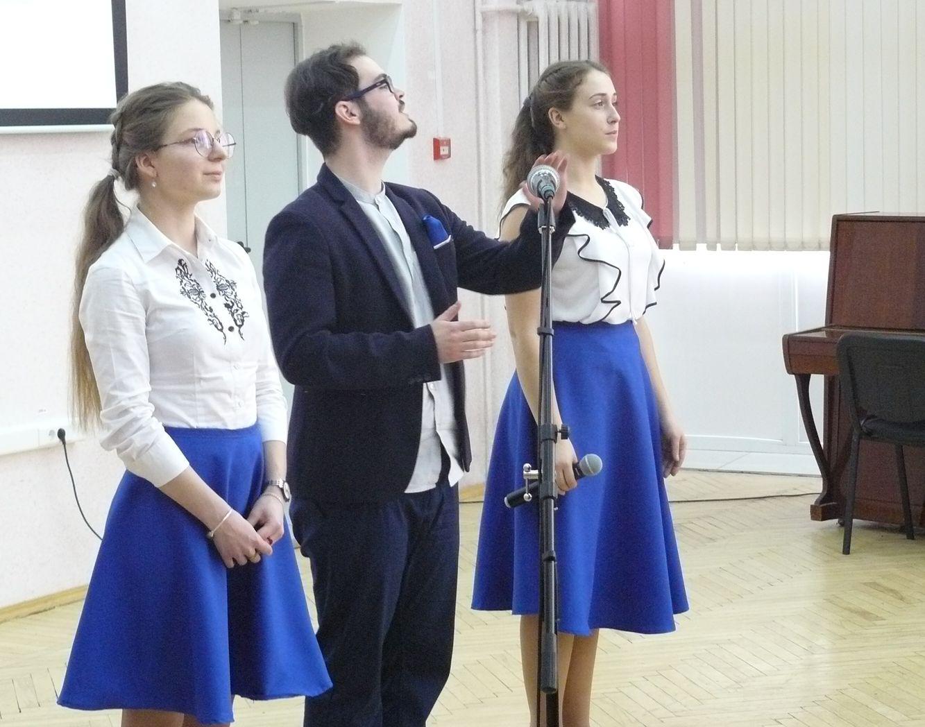 Студенты читают стихи из композиции «Мудрецы говорят»