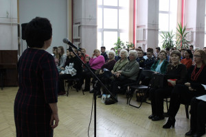 Татьяна Брагина приветствует гостей библиотеки