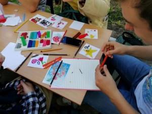 Участник акции мастерит открытку к 9 мая.