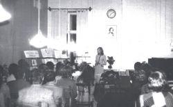 Заседание, посвященное Ф. Шопену, проводит сотрудник отдела Т. Б. Шестернина