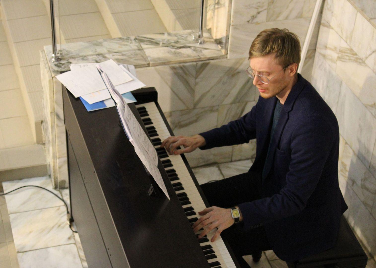 За фортепиано - Алексей Ярыгин