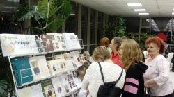 Зрители у выставки