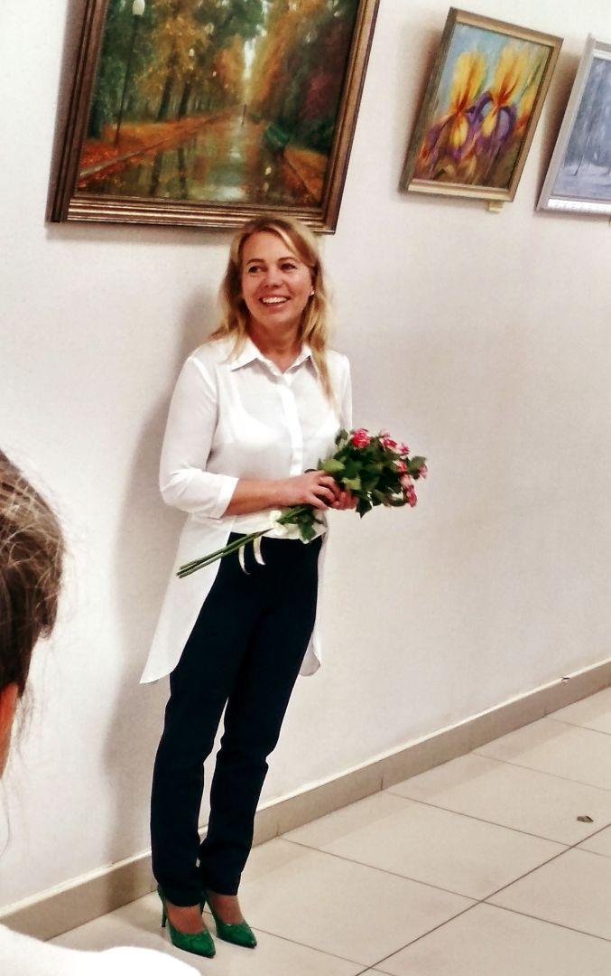 Марина Степанова на открытии персональной выставки