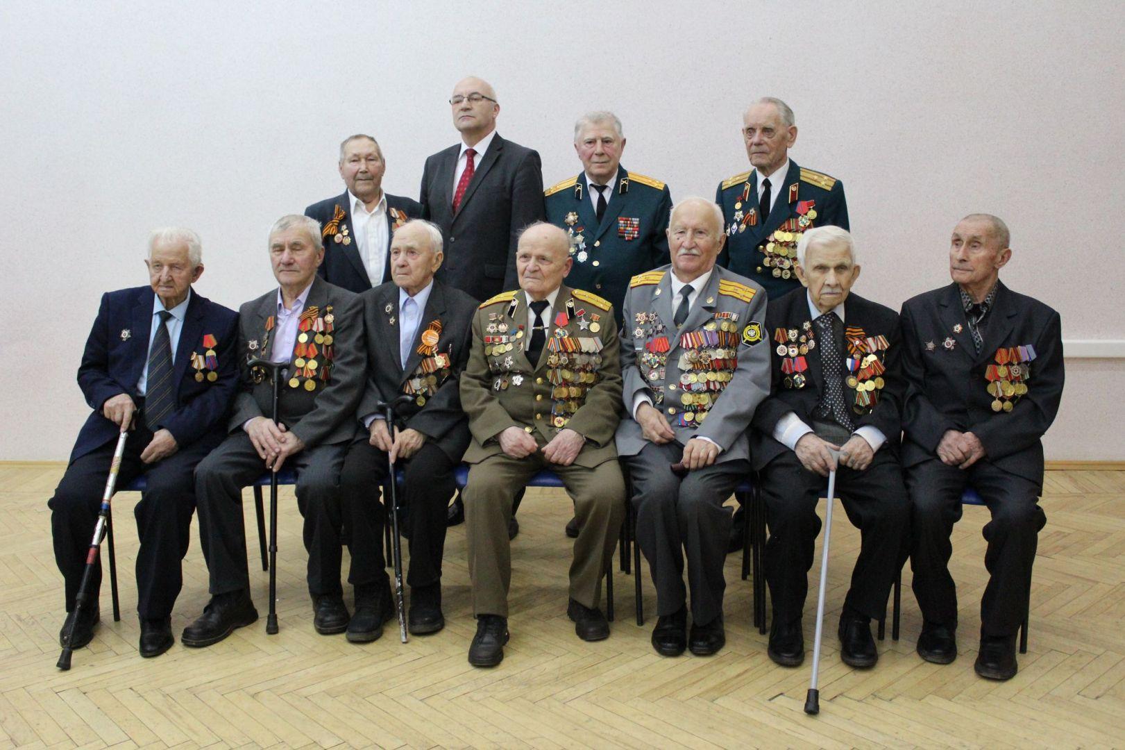 Фото на память: владимирские ветераны и руководитель отделения посольства Республики Беларусь в Нижнем Новгороде Власов Александр