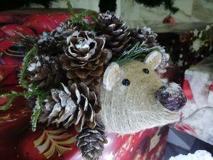 Декоративный ёж из природных материалов.
