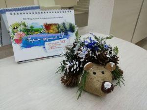 """Календарь на 2020 год с работами участников студии """"ЛЕВ""""."""