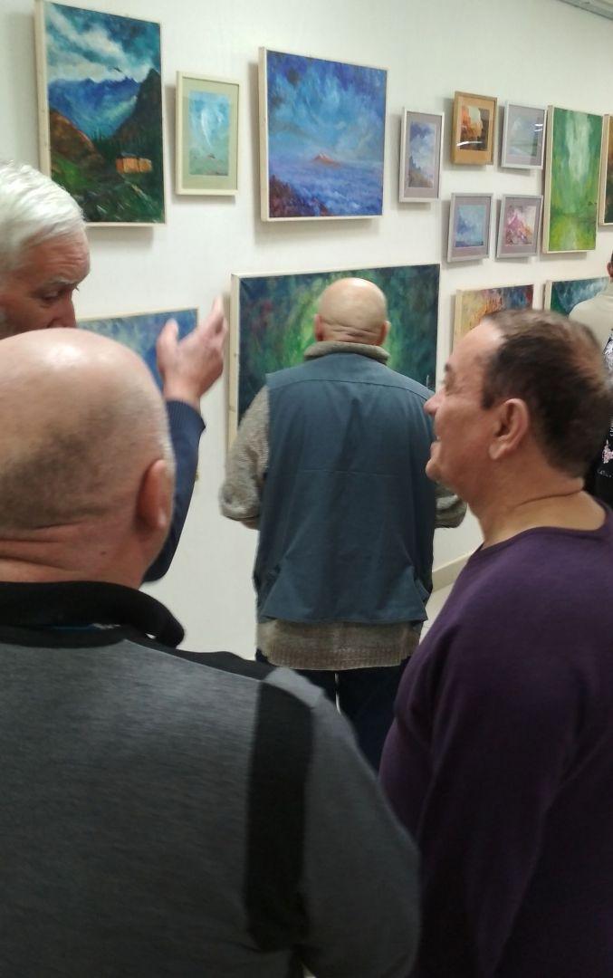 Зрители на открытии выставки Светлова