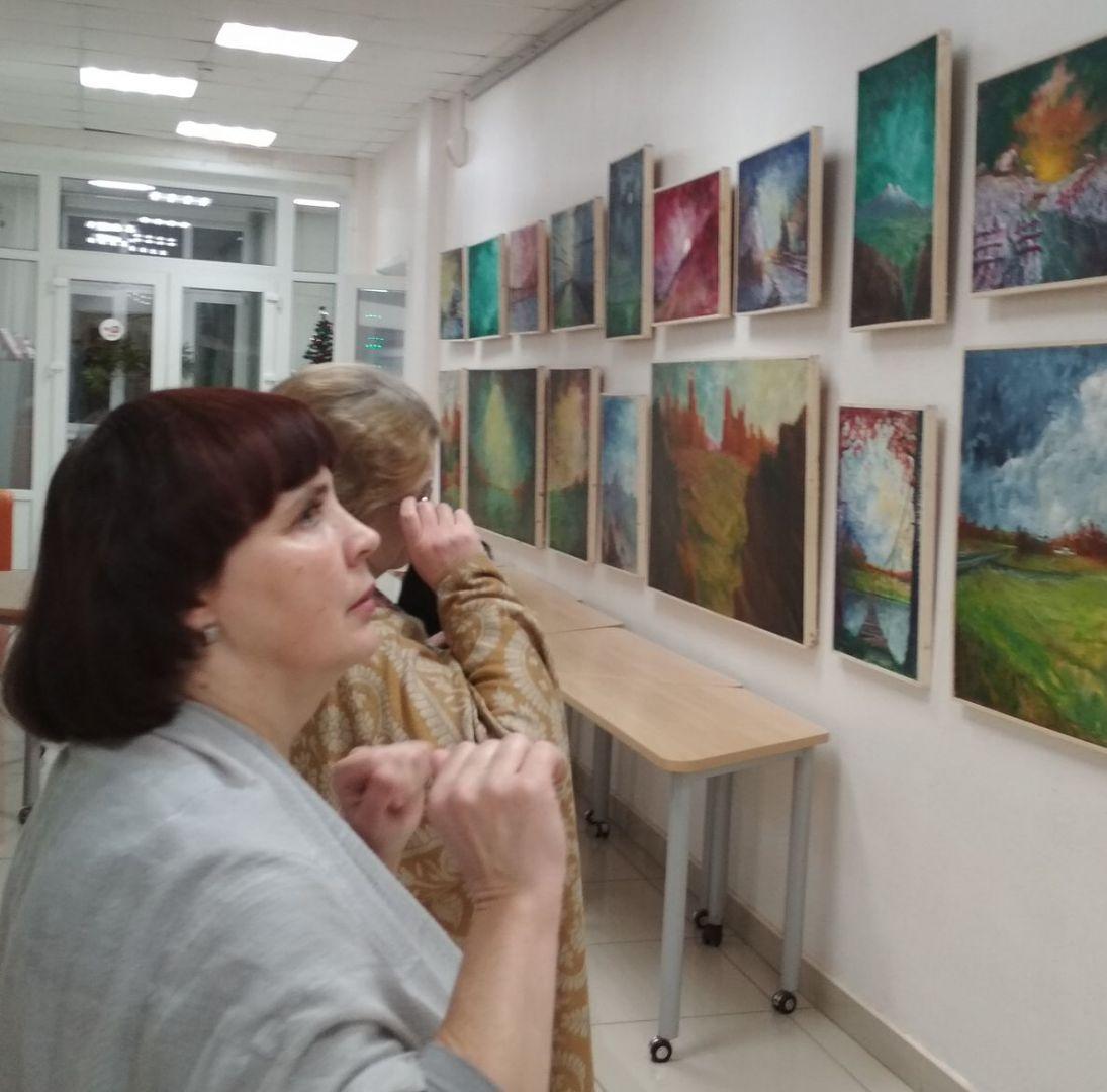 Зрители на открытии выставки Вячеслава Светлова