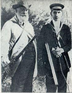 Н. Жуковский и Шура Микулин на охоте в Орехове. 1914 г.