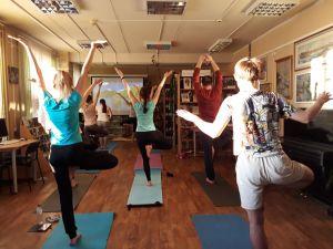 Занятие по йоге