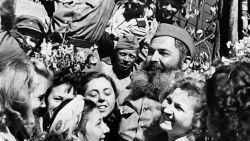 фотография Возвращение солдат после оканчания Великой Отечественной войны