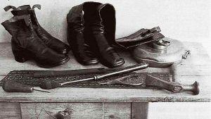 Сапожные инструменты и обувь, сшитая Л. Н. Толстым