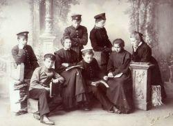 Фотография группы гимназистов