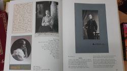 """Разворот книги """"Семейный альбом. Фотографии и письма 100 лет назад""""."""