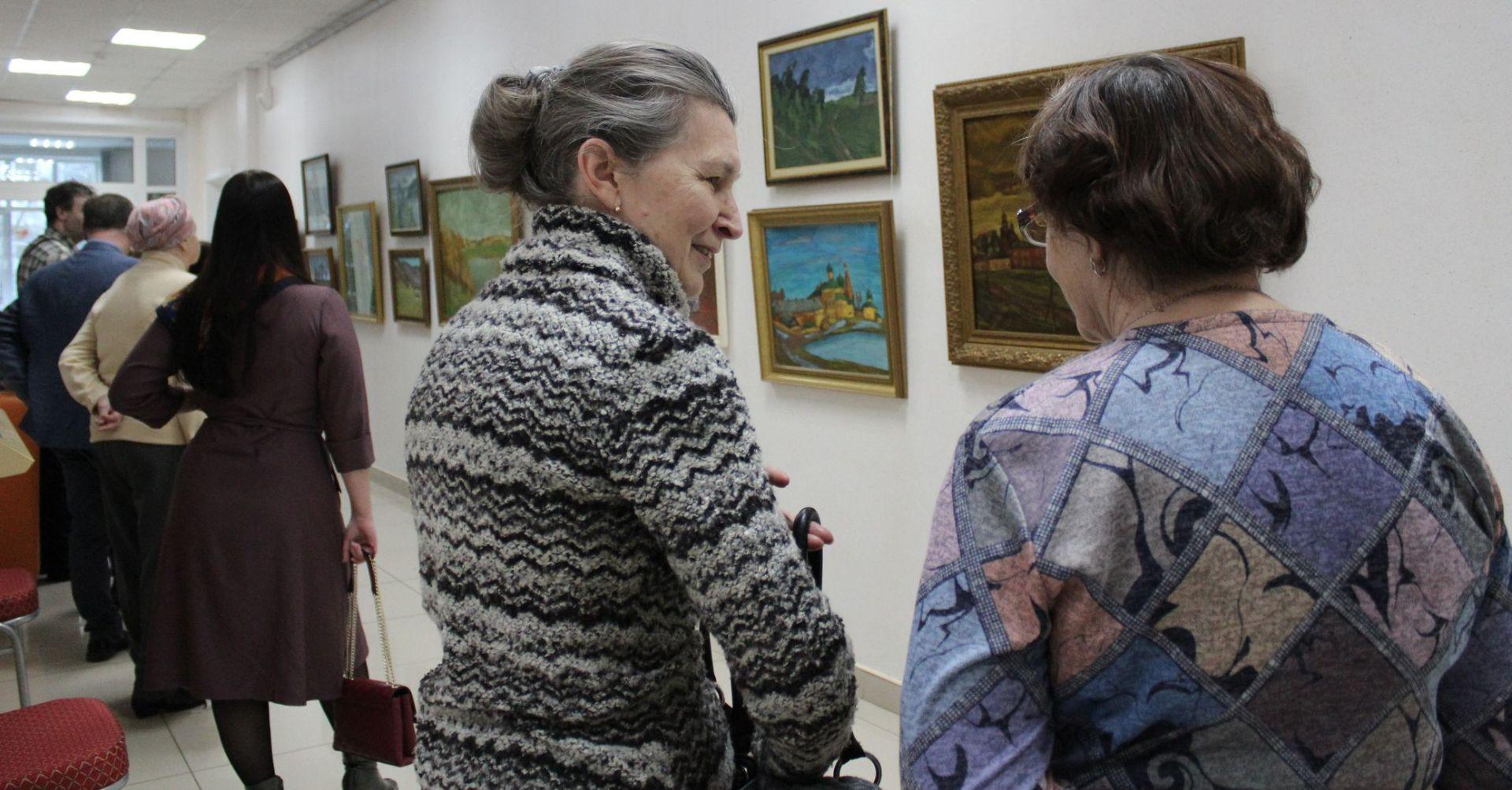 Гости выставки живописи