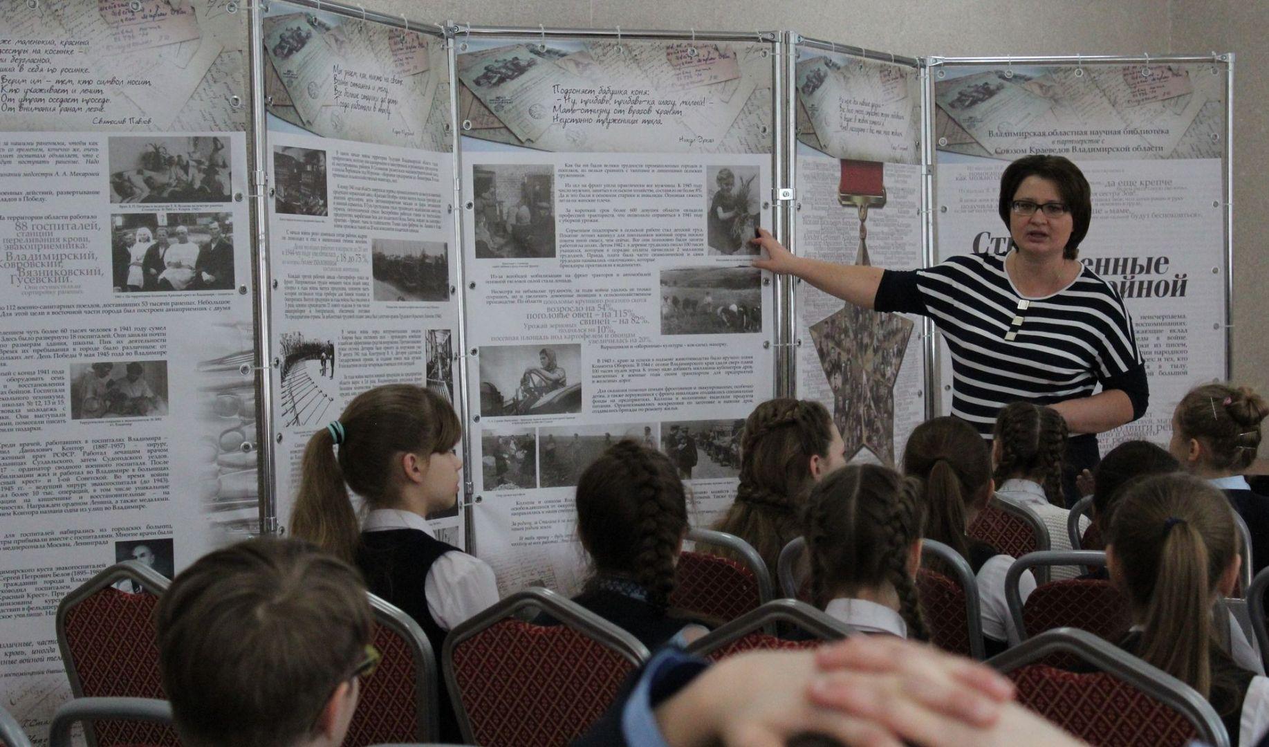 Елена Липатова рассказывает о материалах, вошедших в планшетную выставку